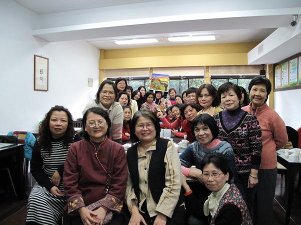 玩布姊妹的作品集 學玩布姊妹作品的感情因此不是表面的絢麗,而是一群台灣女性的生命故事。